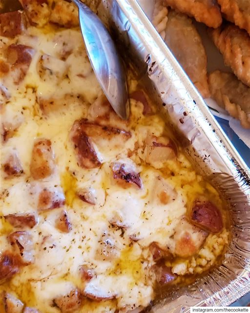 Cheesy roasted red skin potatoes🌸Ingredients 🌸6 cups of red skin... (Montreal, Quebec)