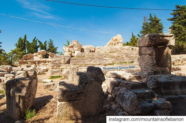 The lesser known Temples of the Bekkaa!impressive 3 level podium,... (Qsarnaba, Béqaa, Lebanon)