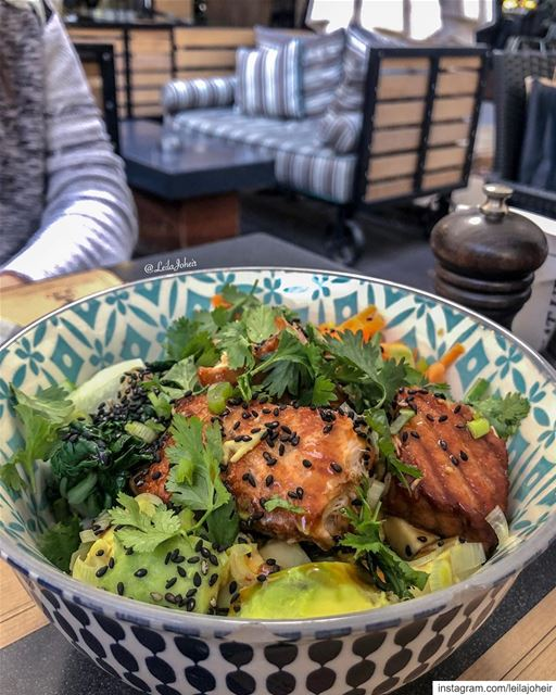 Teriyaki salmon bowl 🐟  teriyakisalmon  foodie  salmon  teriyaki  avocado... (Deli.co)