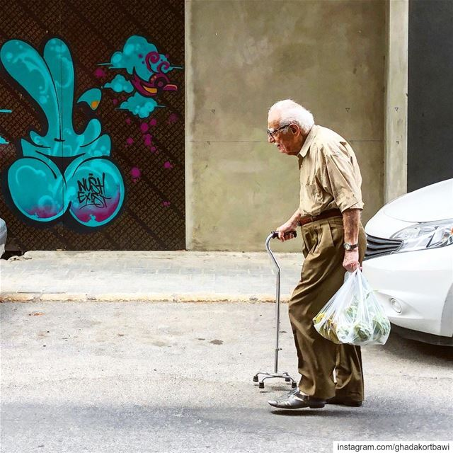 Tuesdays be like........ oldman  errands  street  everydaylife ... (Beirut, Lebanon)