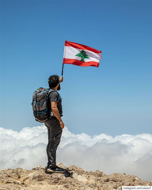 Show your Lebanese Pride 🇱🇧 on top of Qurnat al Sawdā', the Martyrs... (Qurnat as Sawda')