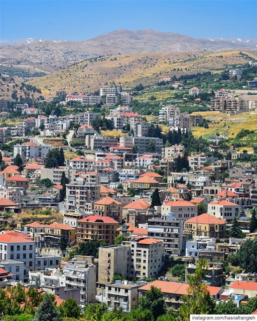 Layers of  Zahle nature beauty & authenticity 🏠♥️🌼... (Zahlé, Lebanon)