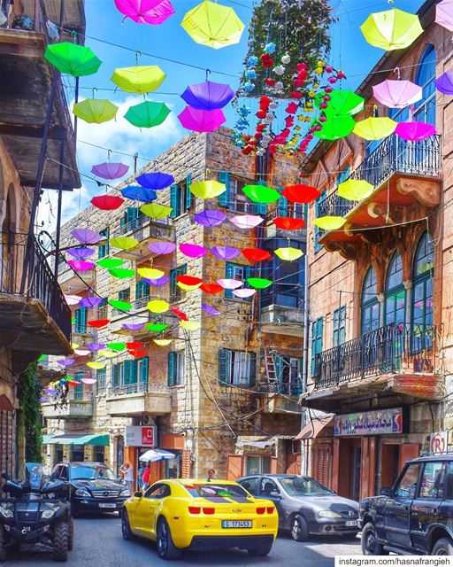 Wandering in the streets of  HasrounFlowerFestival2019 🌺💚💐💙🌷💜🦋💛... (Hasroun)