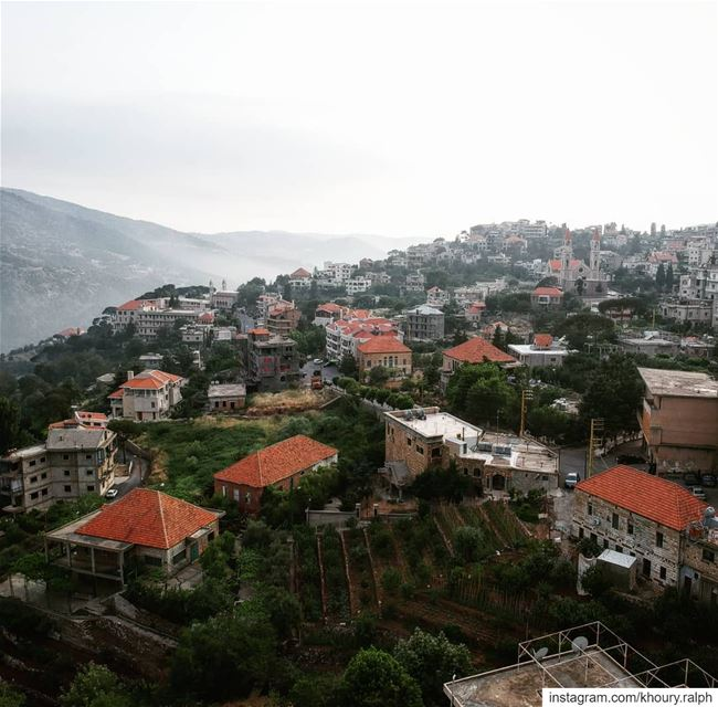 ضايعة بالسما...... baskinta  oldarchitecture  heavenonearth ... (Baskinta, Lebanon)