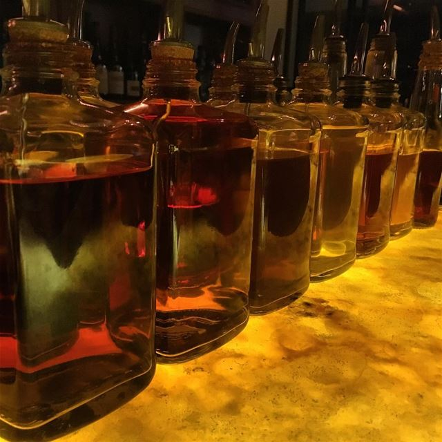 whisky  bottles  bartop in  onyx  backlight  marble  bar  nightlife ...