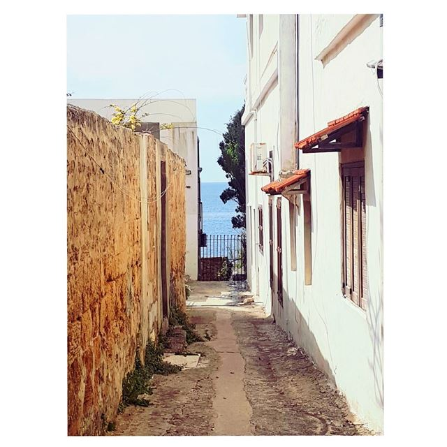 From a narrow old street u can still see wonders🤞--- TakeMeTo ... (Batroûn)