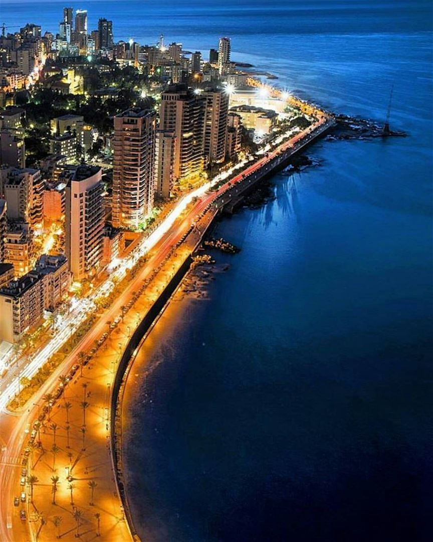 This is just too  beautiful from  beirut seaside ❤🌇❤ thanks @libano_brasil (Corniche Ain El Mrayseh)
