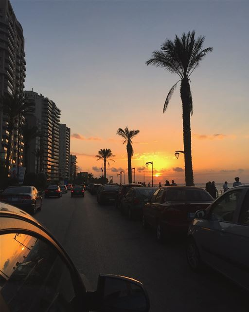 Watching the sunset along the Manara is perhaps the most beautiful thing... (Corniche Ain El Mrayseh)