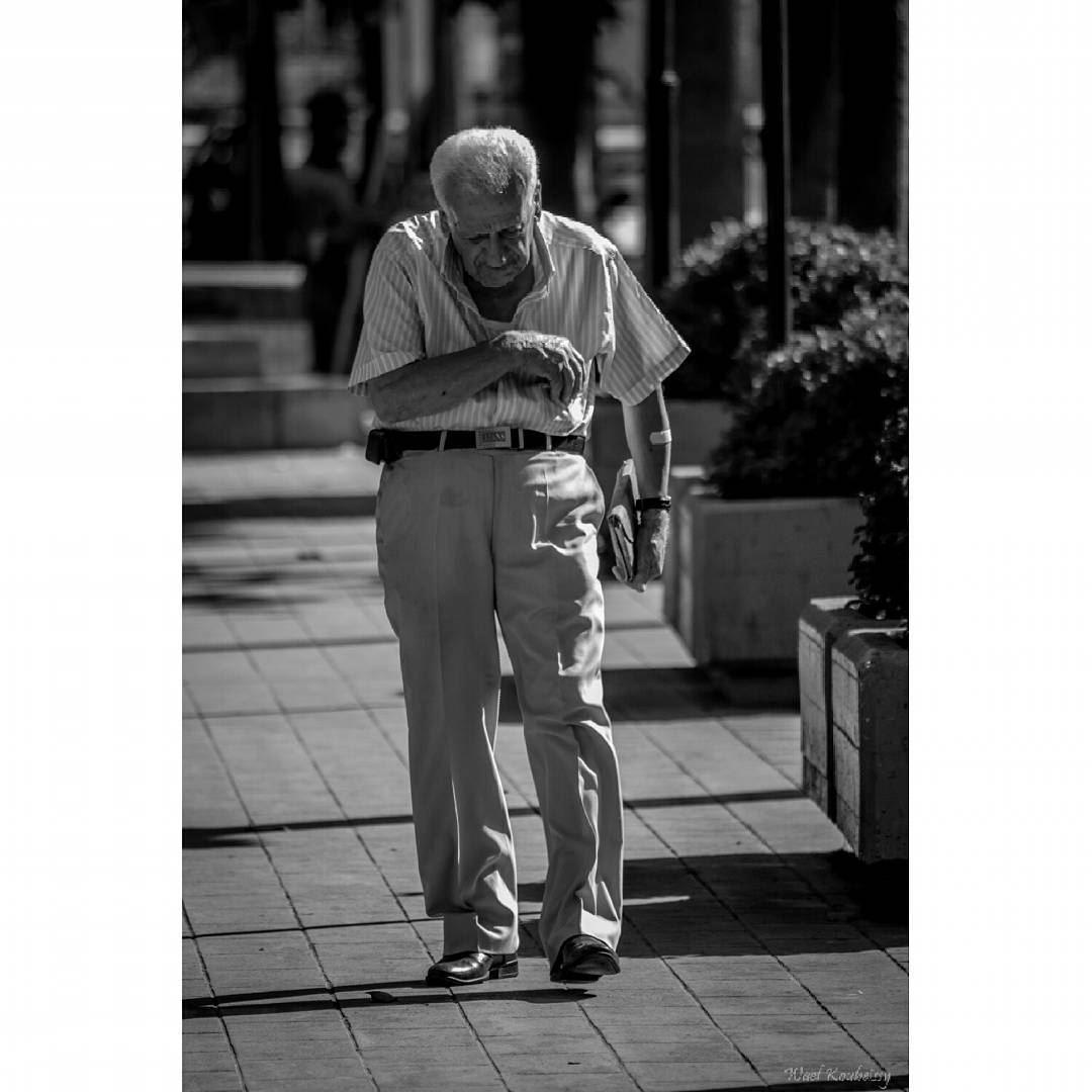 bnw blackandwhite street photography old man sidewalk walking