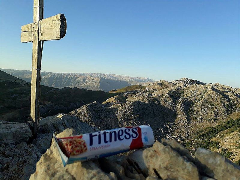 ~..Hikes are better when you keep it healthy..~ @nestlefitnessarabia 🍀🍓... (Qornet Hafroûn)