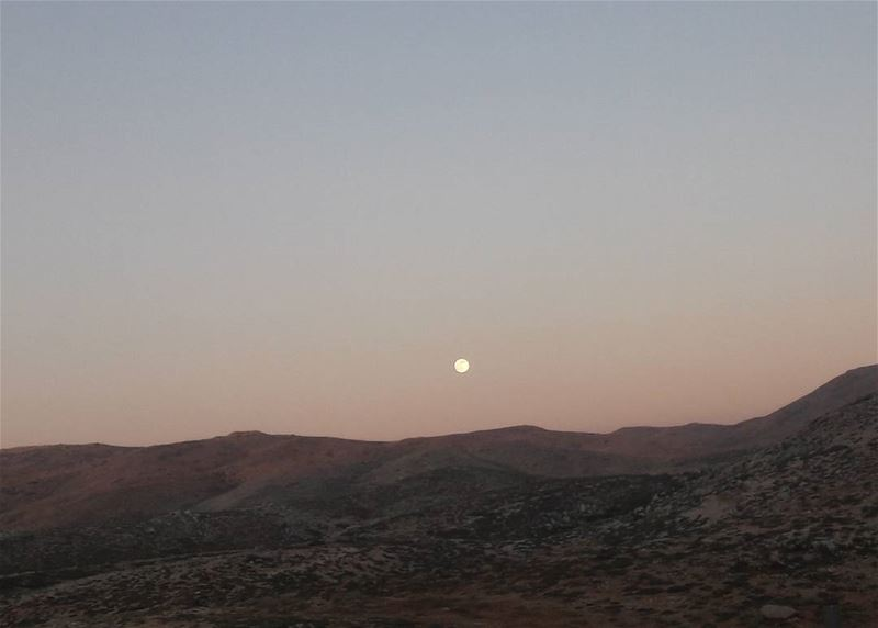 MOON ❤❤ hiking  under  the  moon  yesterday  Beautiful  breeze  nofilter ... (Mzaar Kfardebian)
