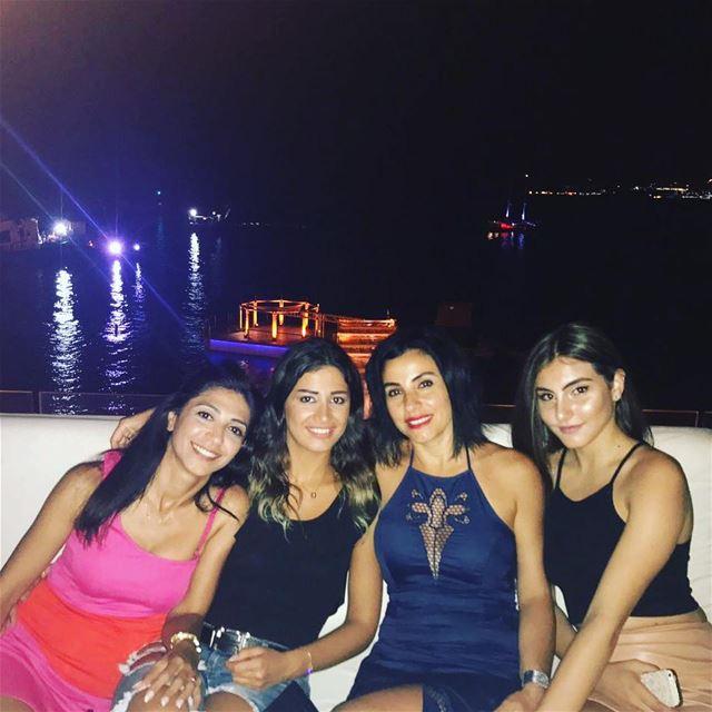 👠👚💄🎶🍸 summer night nightout heat family cousins si jounieh ... (Sí)
