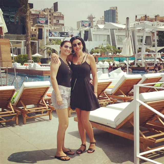 Catching up with my friend from Sydney 👭😄 veer kaslik pool ... (VEER Boutique Hotel & Beach Club)