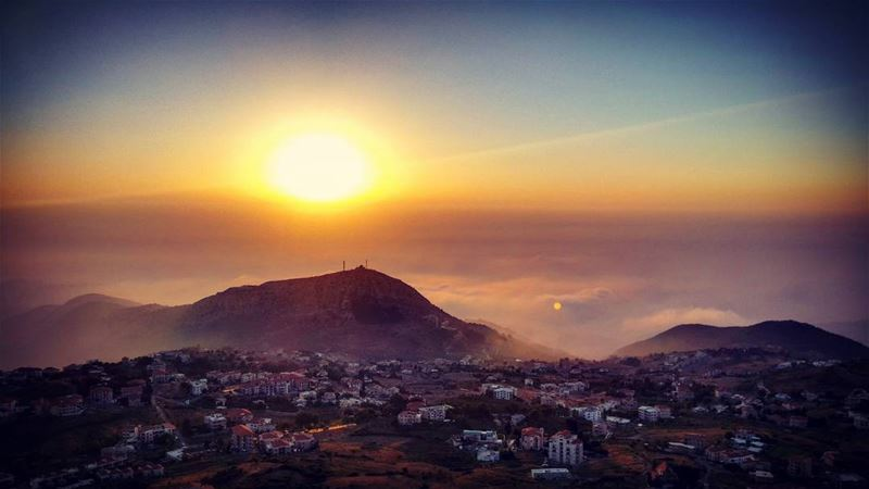 ehden sunset sun mountains fog clouds overtheclouds topoftheworld houses... (Ehden, Lebanon)