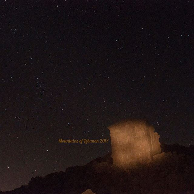 Stargazing near a Roman Temple archeological site, with a few sarcophagus... (Ain Harcha)