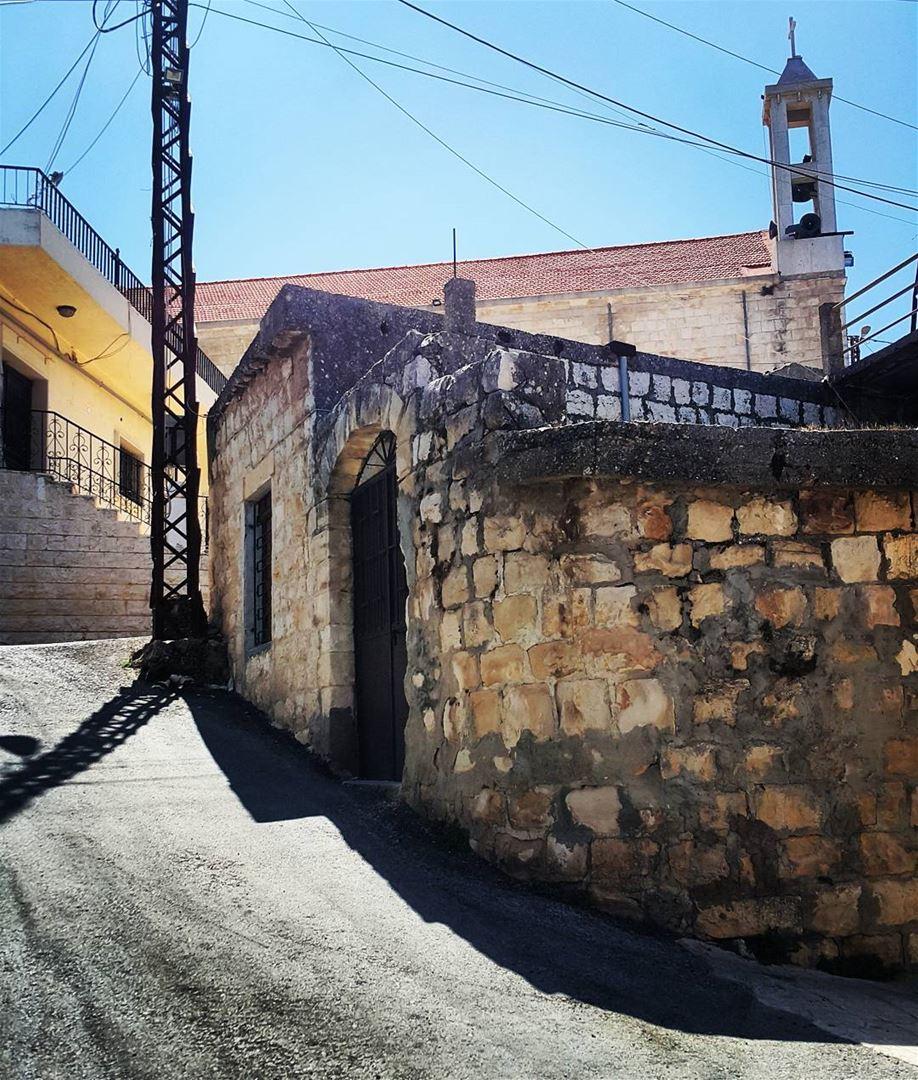 Yaroun Southlebanon Oldvillage Lebanon Oldhouse Livelovelebanon Surface Wiring Old House