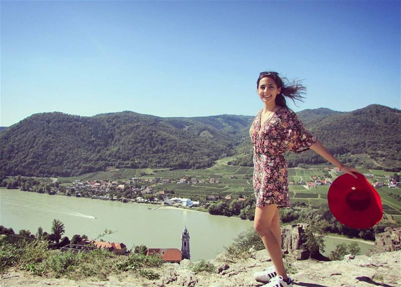 With the  wind 🌬  redhat 👒  girl Austria  durnstein  lake  bluechurch ... (Dürnstein)