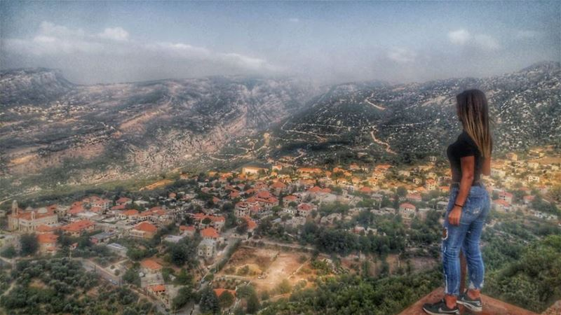 Mountains, Clouds & a Lebanese Country Village 🏡@bestofleb @livelovedouma (Douma, Liban-Nord, Lebanon)
