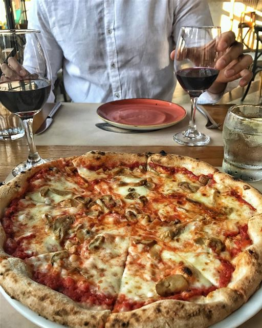 If you haven't tried this Italian gem in Jbeil, it's a must! 🍕🍕👌🏻 Read... (Sapori E Vini)