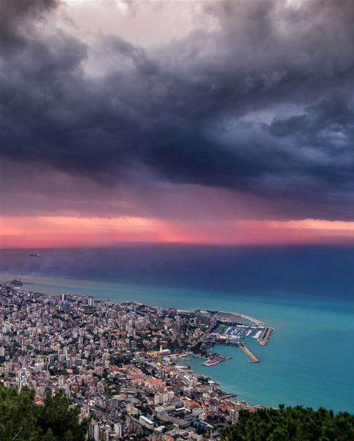 Beautiful sunset storm | Jounieh, Lebanon 1/1/2018.  livelovejounieh This... (Harisa, Mont-Liban, Lebanon)