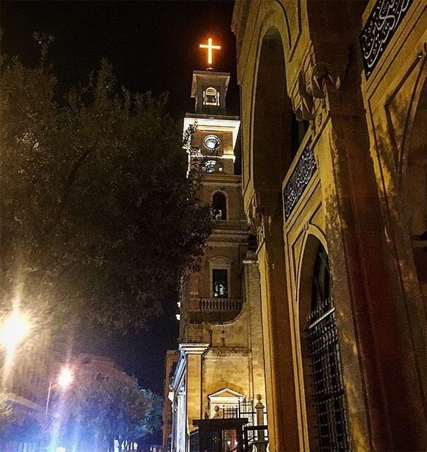 نور العالم..✨💛 night  faith  cross  jesus  christ  love  peace  light ... (Downtown Beirut)