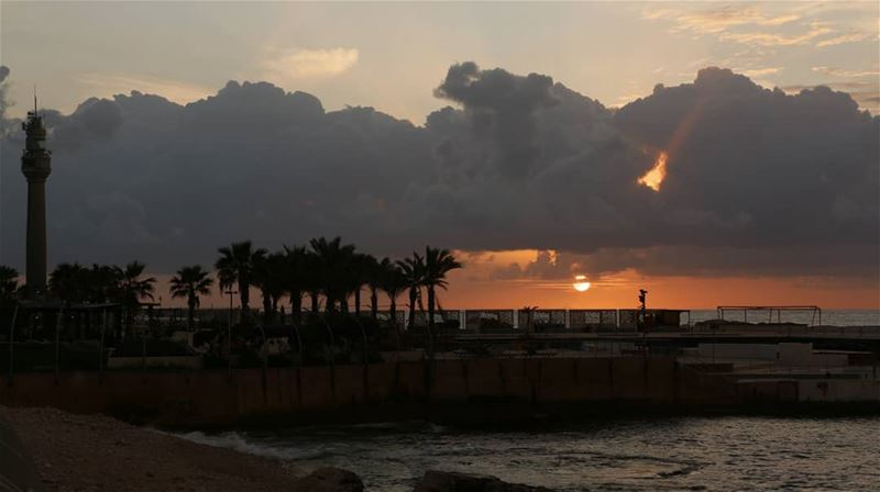 Another unbelievable cloudy sunset in Beirut. What we see is really... (Manara Beyrouth)
