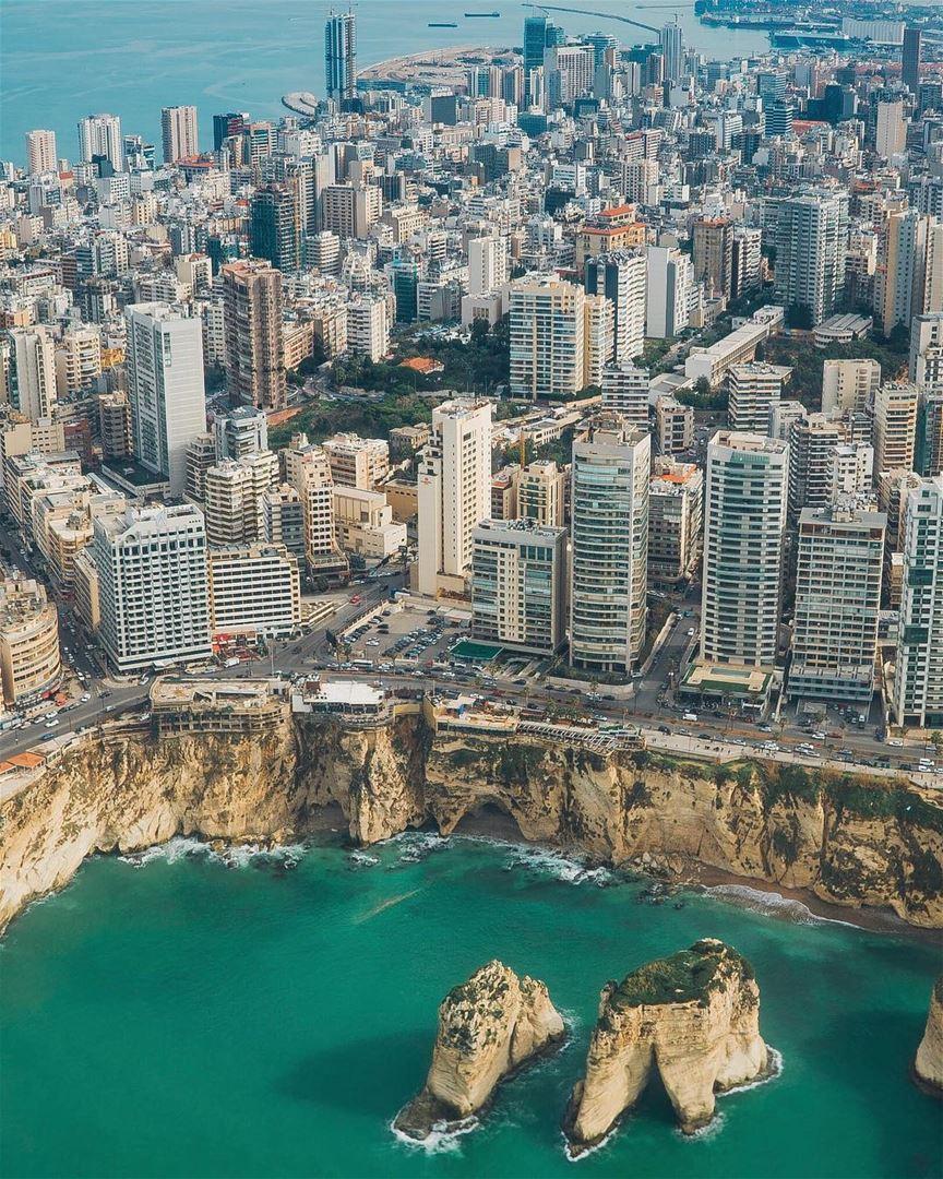 Qualquer Um Que Sobrevoa A Cidade De Beirute Pela Primeira