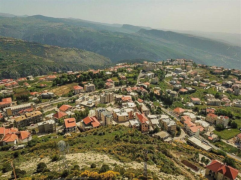 A bird eye view of Ehden 💚🏠💚.......... lebanon  lebanon_hdr ... (Ehden, Lebanon)