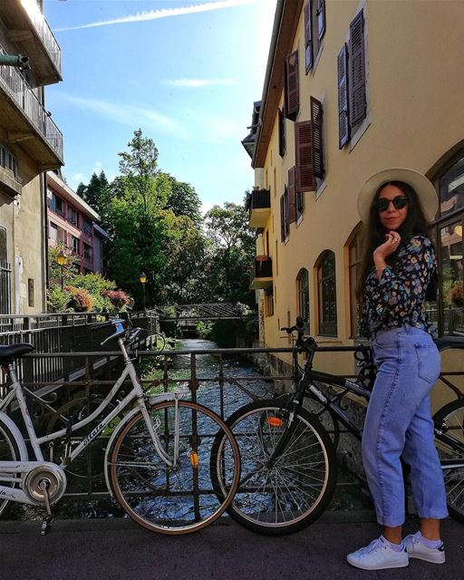The bike was a nice touch 🚴🏻💙 ......... lebanoneatsfrance ... (Annecy, la venise des alpes)