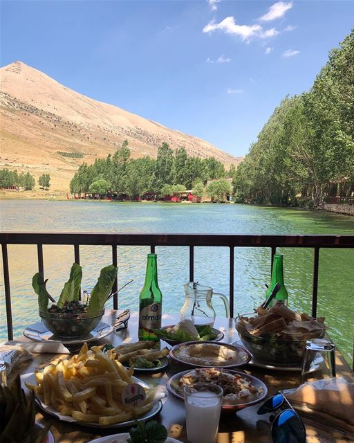 Lunch with a view 😍😋  aoyounorghouch ... 580flavors  lebanesefood ... (Aayoûn Orghouch, Béqaa, Lebanon)