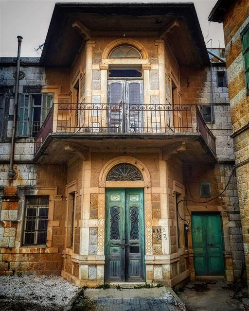Sometimes abandonment can bring out a charming version of ourselves!... (Marjayoûn, Al Janub, Lebanon)