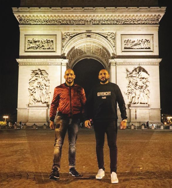Being humble is the key ! Meeting the moroccan UFC champ @abuazaitar 💪🏼🤼 (Arc de Triomphe)