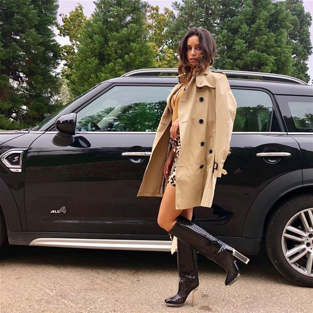 Autumn mood 🍂 MiniCooper  Autumn  coat  boots  fashion  ootd ...