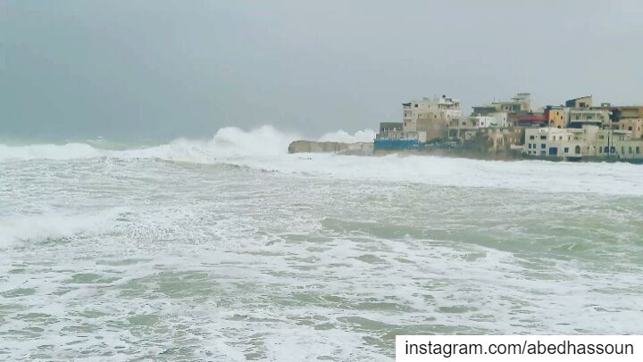 LIVE 🌊........... storm   waves  harshsea  main_vision ... (NCMS-National Center for Marine Sciences  / CNRS-Lebanon)