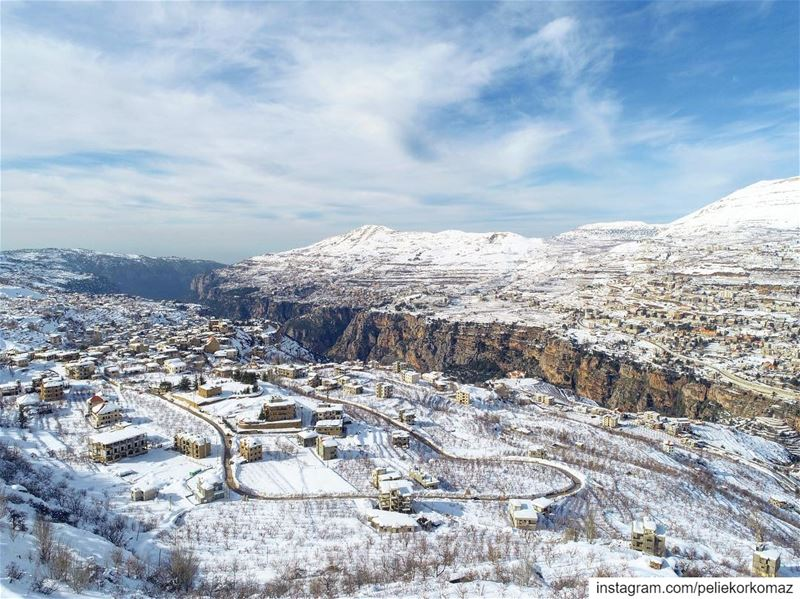 drone  dronestagram  dronephotography  drones  droneoftheday  dronelife ... (Bcharreh, Liban-Nord, Lebanon)