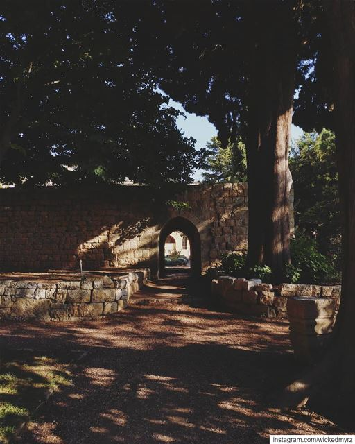 Let's meet under the archway..  beiteddine  lebanon  lebanonbyalocal ... (Beit Ed-Deen, Mont-Liban, Lebanon)