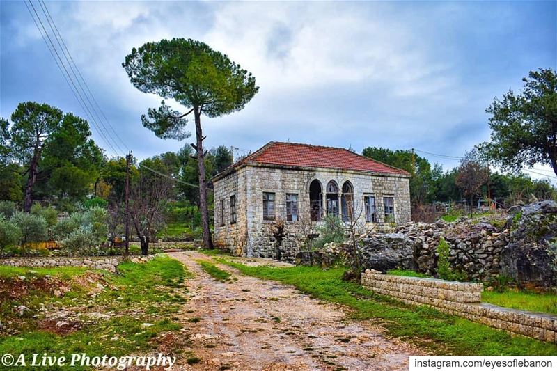 "This house is standing on memory alone"" 🏡Credits to @a_live13・・・~... (Achkoute, Mont-Liban, Lebanon)"