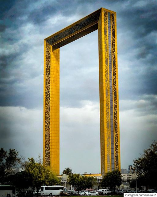 It is difficult to see the picture when you are inside the frame. 🌫⛩🖼 ... (Dubai Frame   برواز دبي)