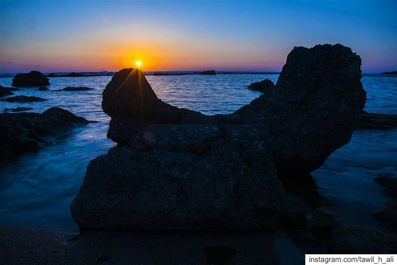 A Rocky  Sunset from Tyre Beach ! ➡️🌅----- sunset  sunsetlovers ... (Tyre, Lebanon)