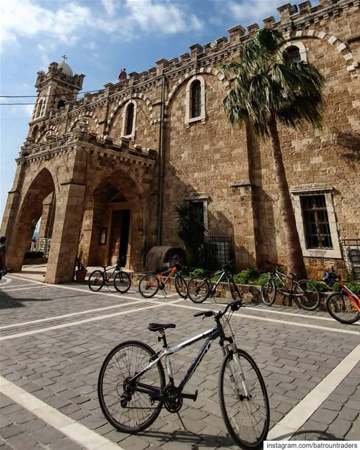 batroun  البترون_سفرة  saint  estephan  church  cathedral  bicycle  sport... (Batroûn)