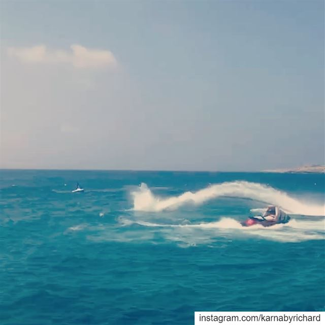 A glimpse of the flyboard show at Ta7et l ri7 while performing a  dolphin... (Lebanon)