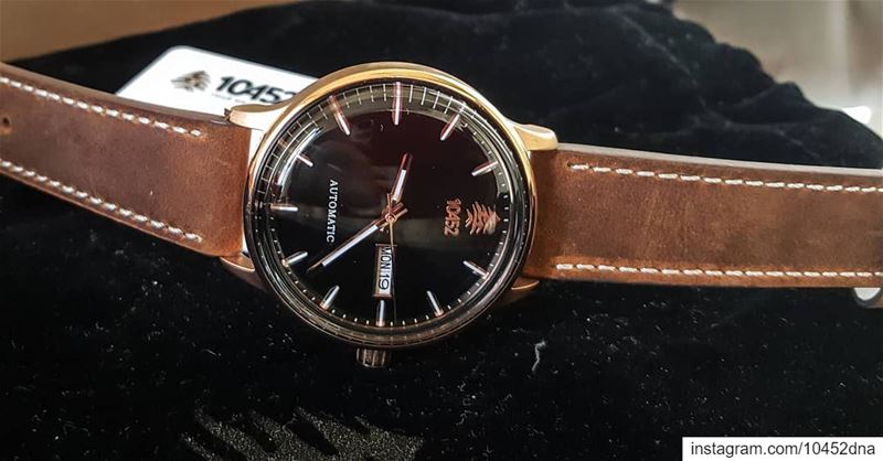 How about trying this  stunning  10452dna  leather  automatic  watch while... (Beirut, Lebanon)