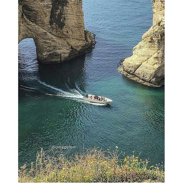 Good afternoon dear followers with this Amazing view from Beirut ✔❤ (صخرة الروشة)