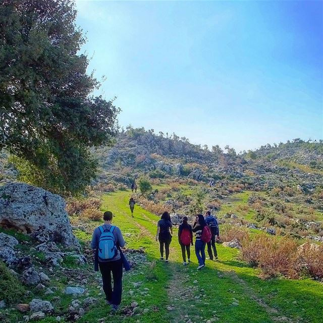 hiking  habil  byblos  lebanon  green  culture  backpacking  travel ... (Byblos Field)