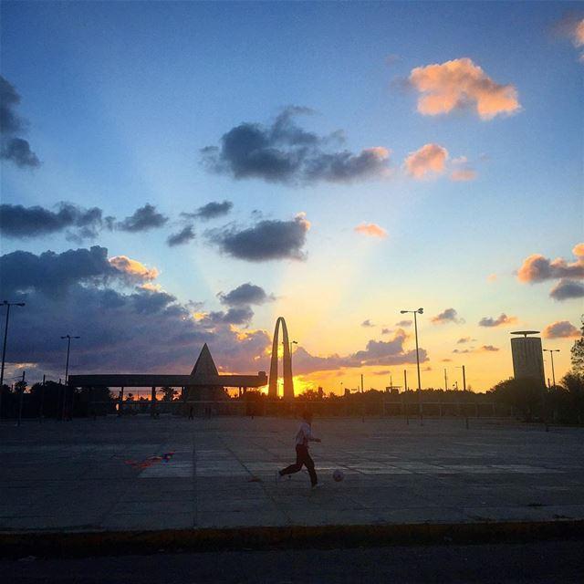 kid sunset play sun rise kite fun rashidkarameinternationalfair ... (Rashid Karami Stadium)