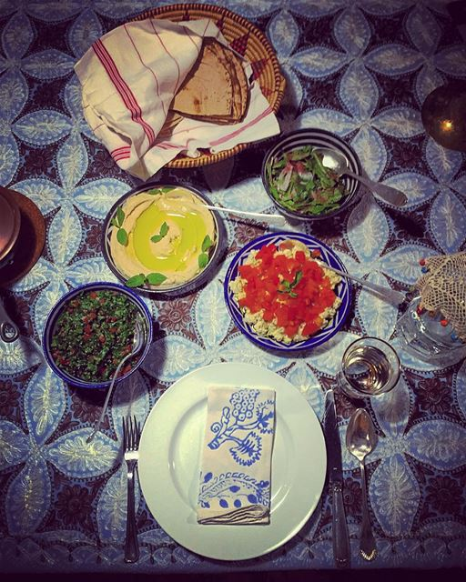 Craving lebanese!  earliertonight  dinner  lebanese  traditional  food ... (Douma, Liban-Nord, Lebanon)