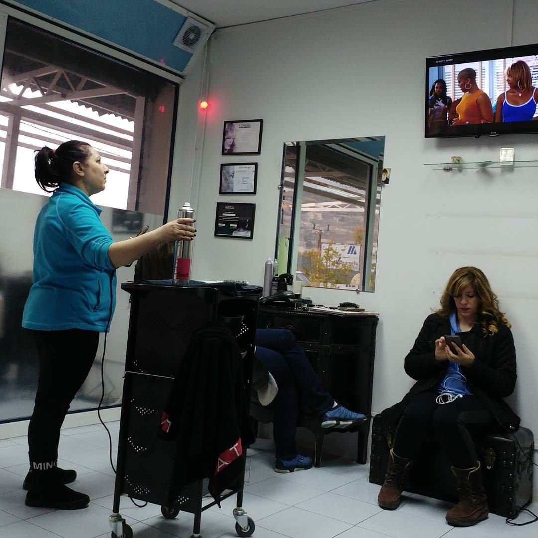 At the beauty shop, watching American movies while doing hair. بالسالون ... (Dayr Al Qamar, Mont-Liban, Lebanon)