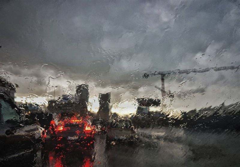 rain : makes everything look beautiful...even the  traffic 😄 loverain ...