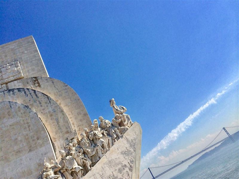 🌊 History riding the modernism waves 🌊 🌊   instaselfie  instagramhub ... (Padrão dos Descobrimentos)