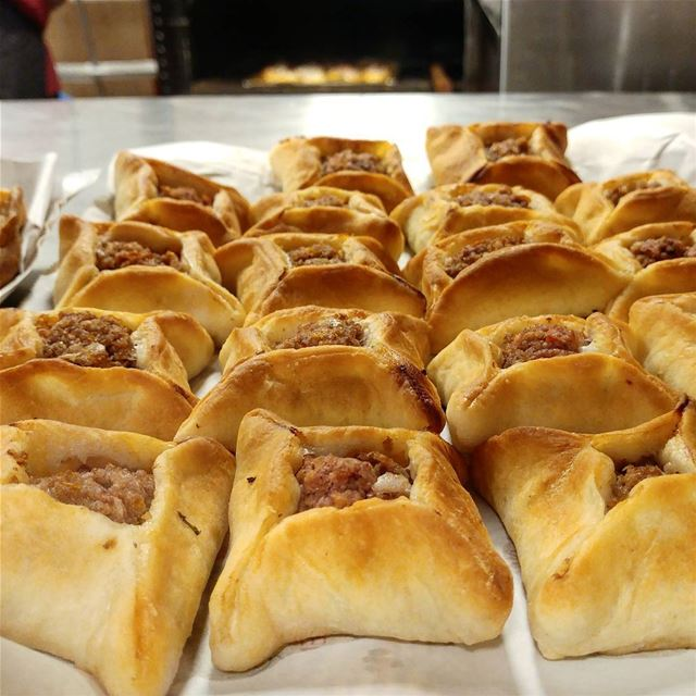 These mini meat pies are baked fresh at every corner bakery. Recipe in the... (CMC - Clemenceau Medical Center)